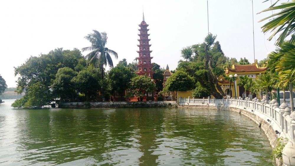Vietnam Zhenguo North Temple Scenic Area. wallpaper