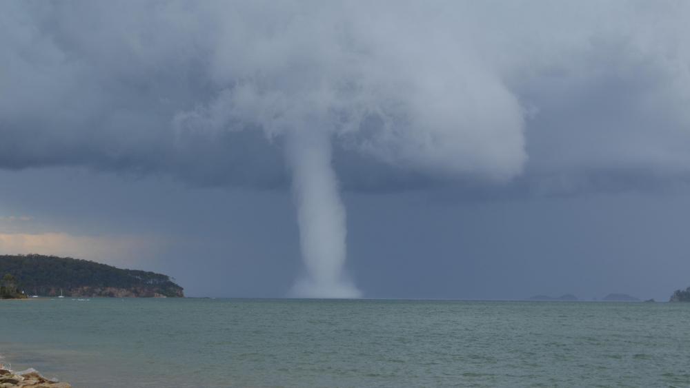 Waterspout at Batemans Bay wallpaper