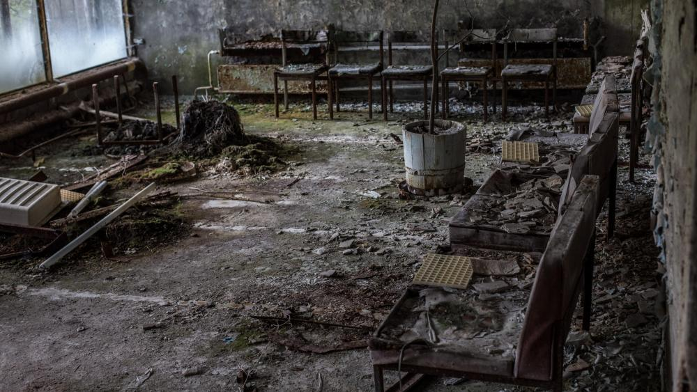 Abandoned ruins after the Chernobyl disaster wallpaper