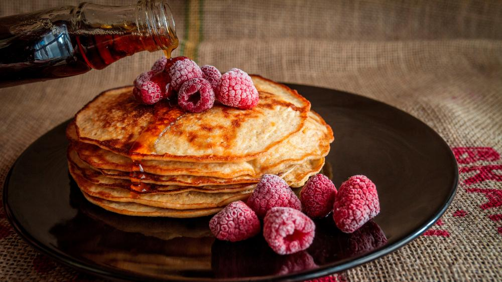 Pancakes with frozen raspberriesand maple syrup wallpaper