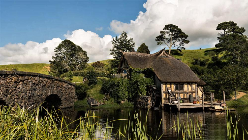 The fabulous Hobbiton Millhouse (New Zealand) wallpaper