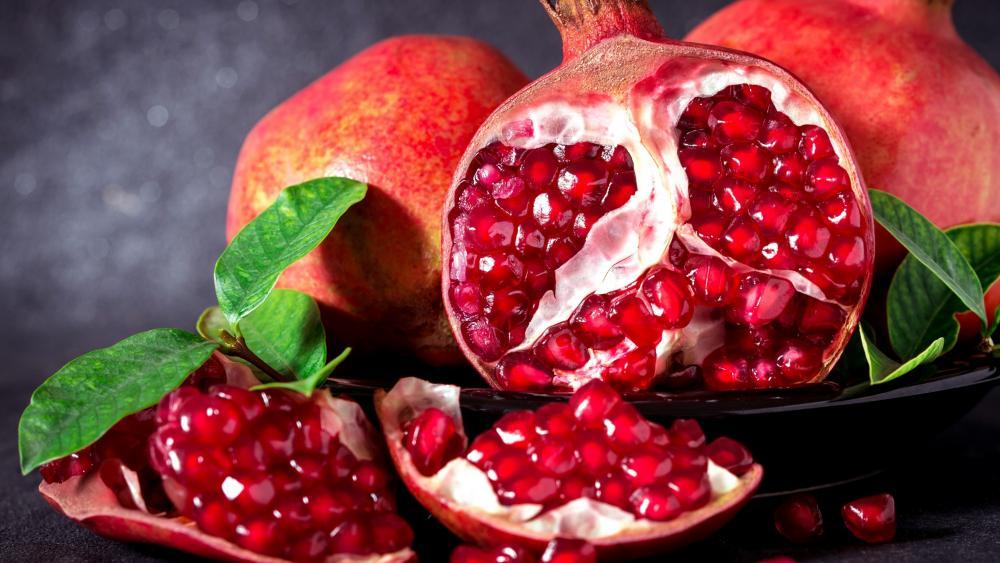 Delicious red pomegranate wallpaper