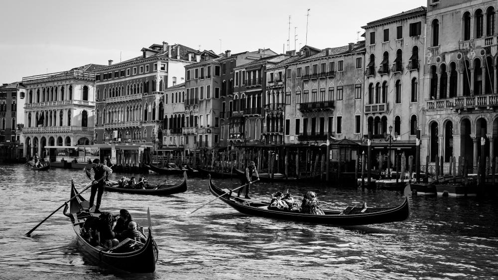 Venice in black and white wallpaper