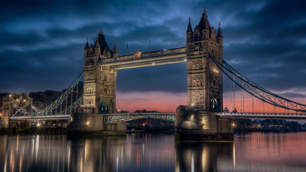 Tower Bridge on a cloudy evening wallpaper