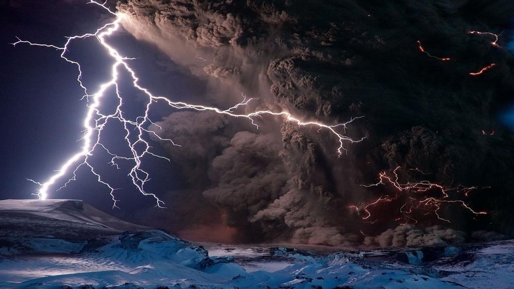 Eruption of Calbuco volcano wallpaper