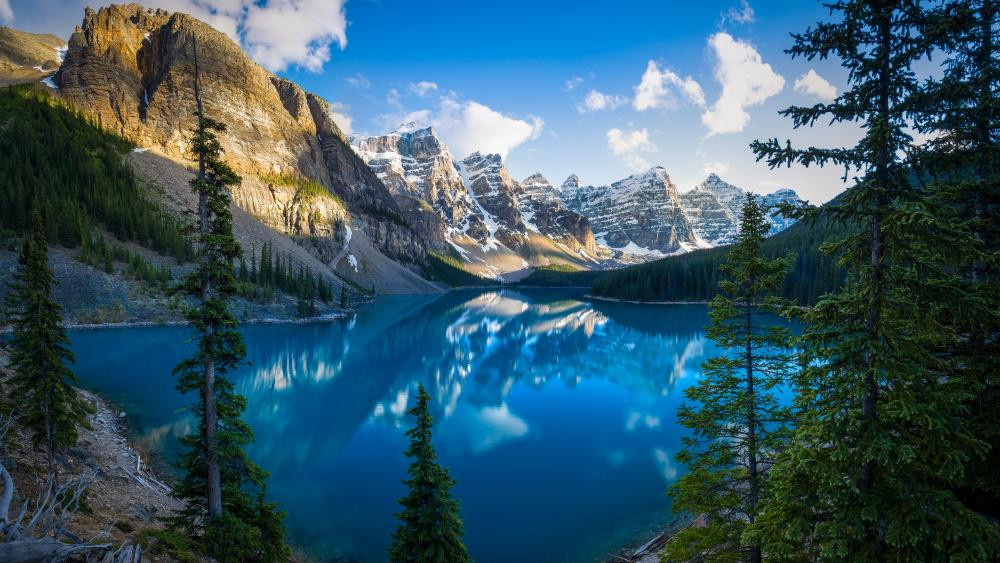 Moraine Lake,  Valley of the Ten Peaks wallpaper