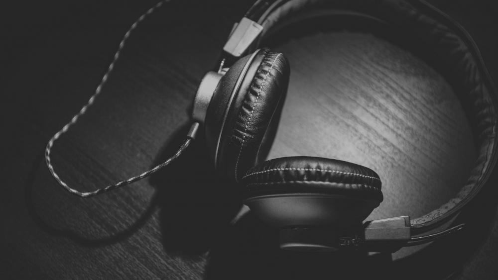 Black & White Headphones wallpaper