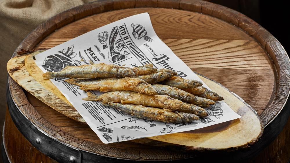 Fried whitebaits on barrel wallpaper