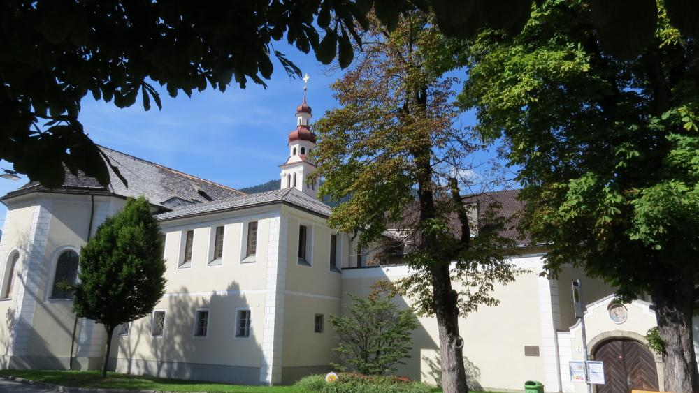 Church in Lienz, Tyrol wallpaper