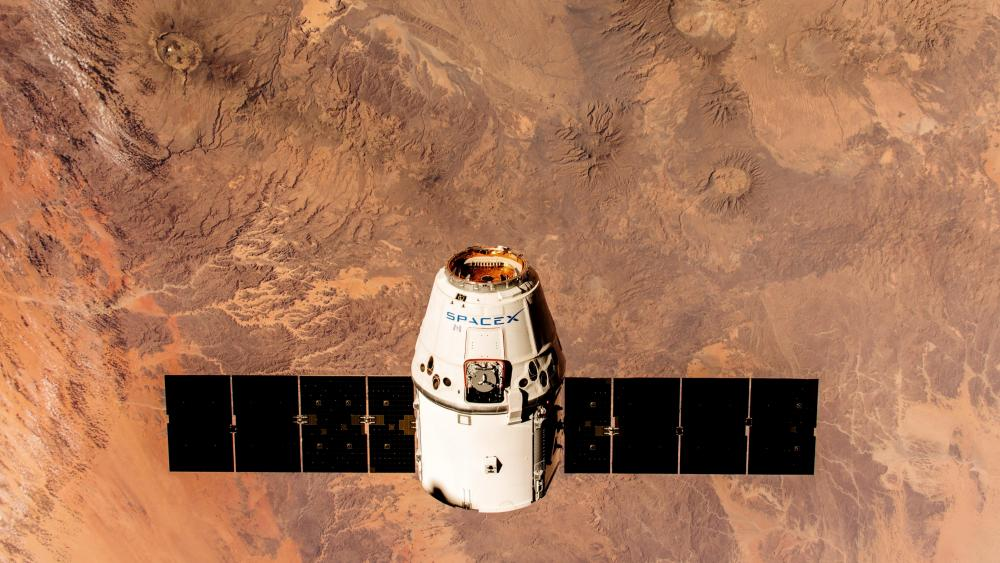 SpaceX's Dragon Spacecraft En Route to the Space Station wallpaper