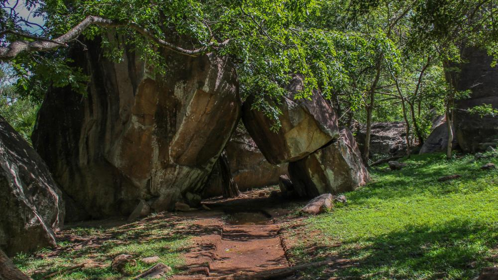 Cave temples anuradhapura wallpaper