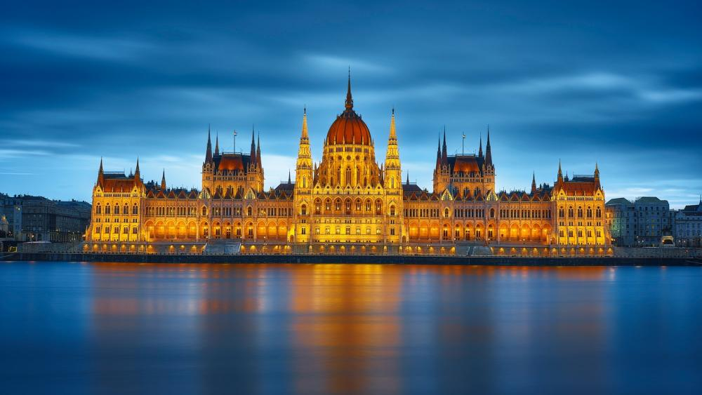 The Hungarian Parliament Building and the Danube River wallpaper