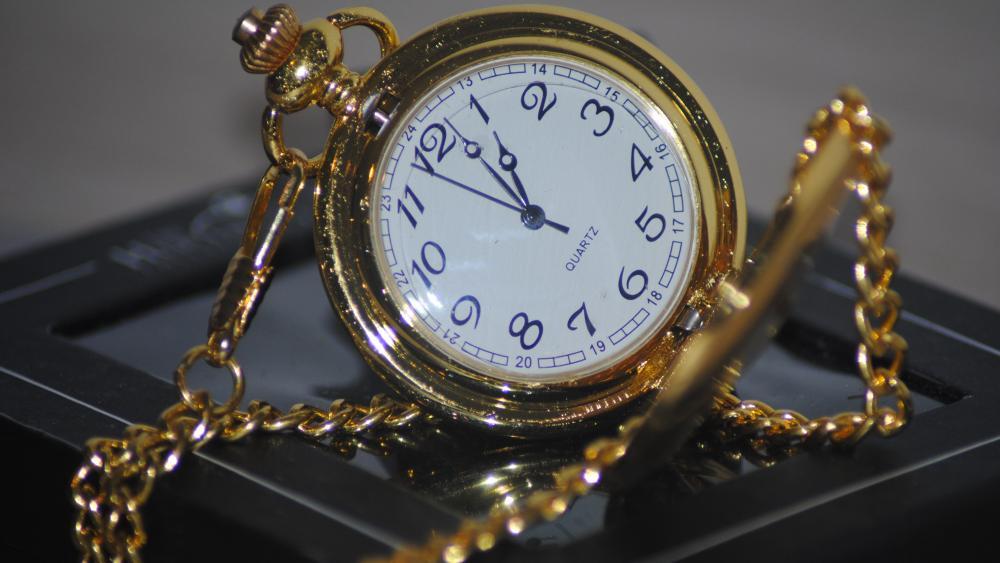 Gold pocket watch wallpaper