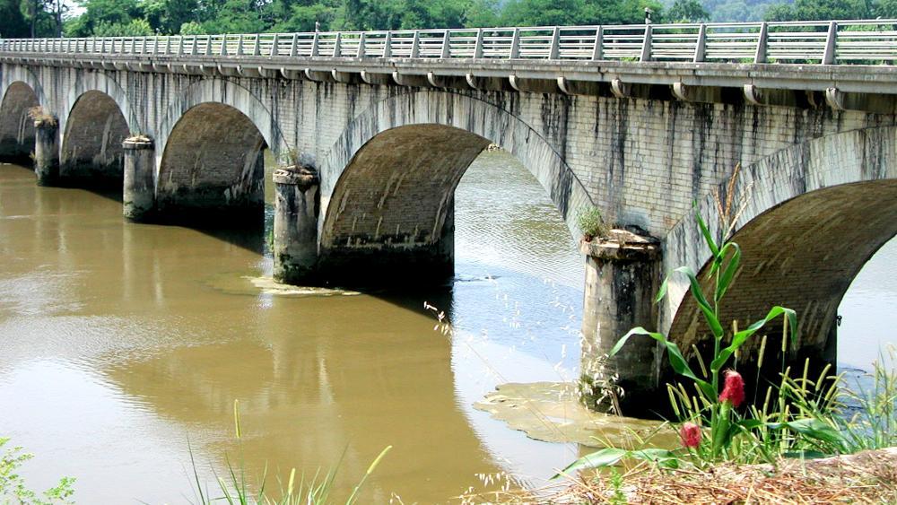 Bridge over river wallpaper