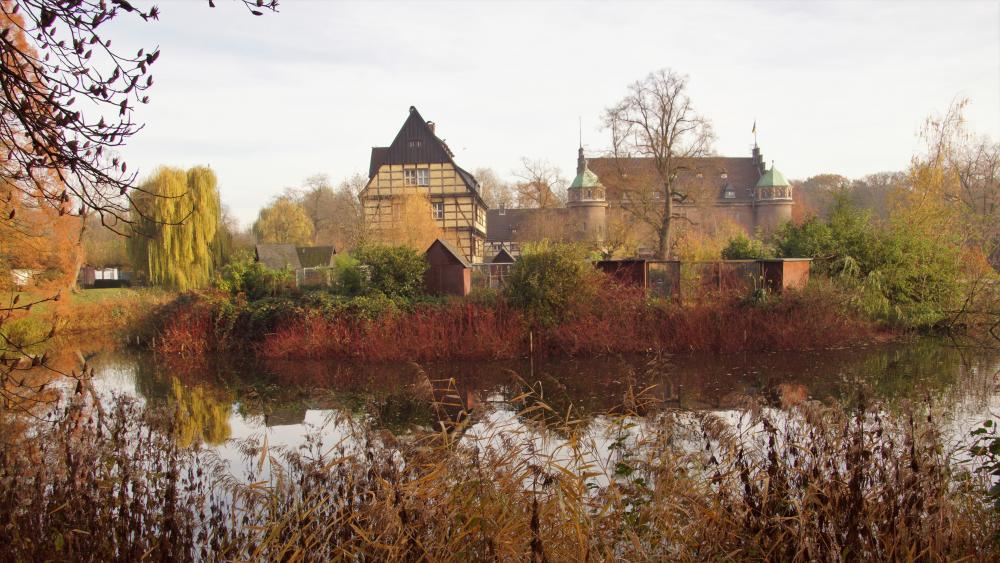 Moated castle in autumn wallpaper