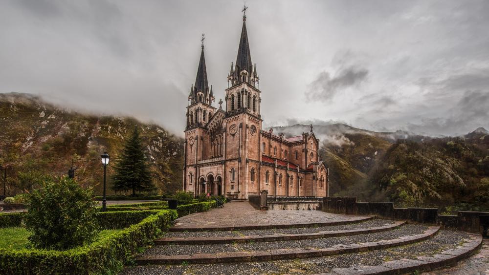 Basílica de Santa María la Real de Covadonga wallpaper