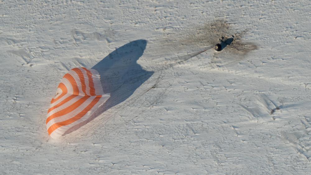 Expedition 53 Landing in the Soyuz MS-05 Spacecraft wallpaper