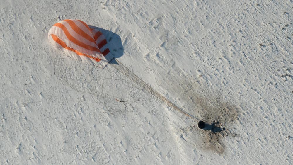 Expedition 53 Soyuz MS-05 Landing wallpaper