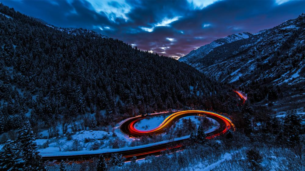 Curving road in the mountains wallpaper