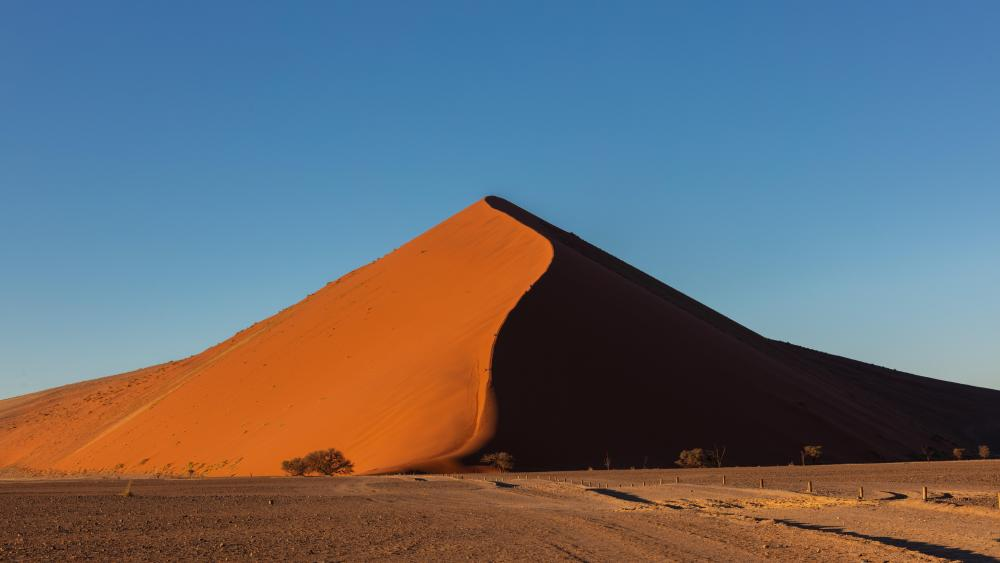 Large Sand Dune in the Namib Desert wallpaper