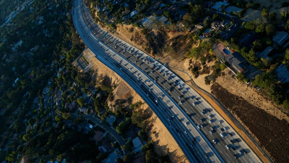 Rush Hour on Interstate 405 through the Sepulveda Pass wallpaper