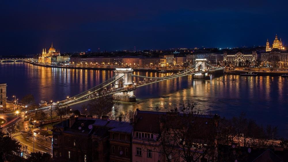 Chain Bridge from Buda side by night wallpaper
