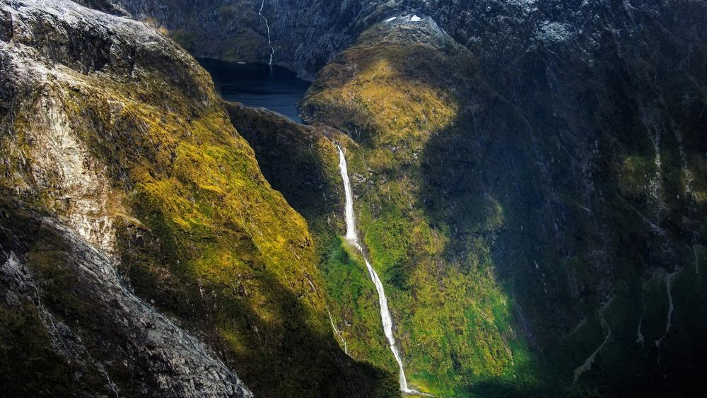 Sutherland Falls and Lake Quill, New Zealand wallpaper