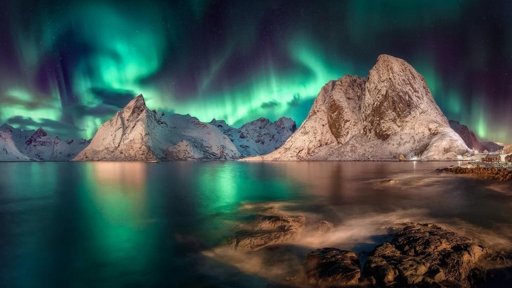 Polar lights above Lofoten wallpaper