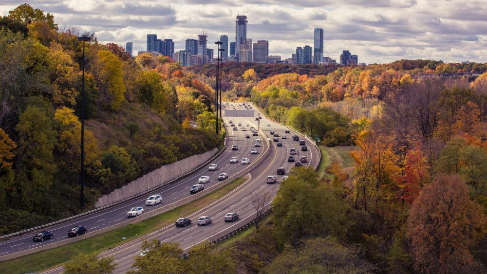 Traffic on Don Valley Parkway wallpaper