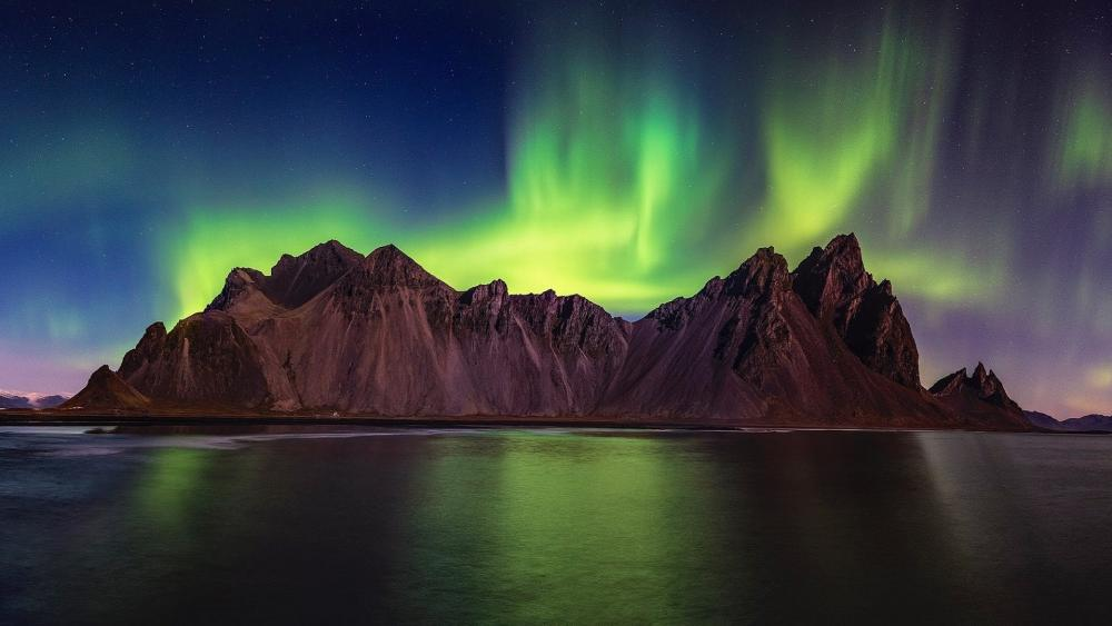 Vestrahorn Mountains with polar lights wallpaper