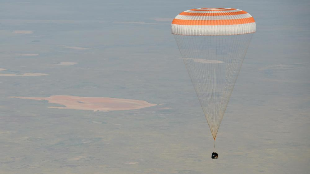 Soyuz MS-11 Landing with Expedition 59 Crew Members wallpaper