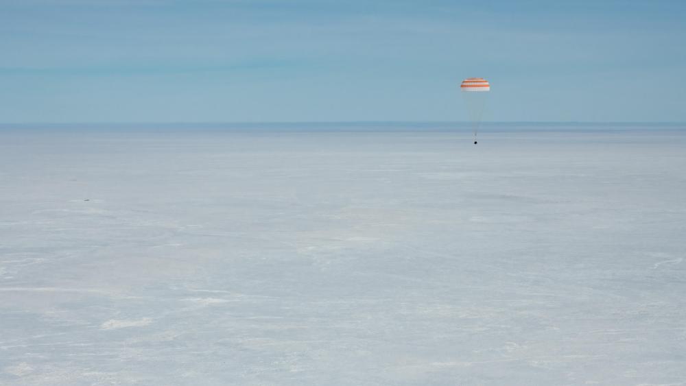 Expedition 61 Soyuz MS-13 Landing wallpaper