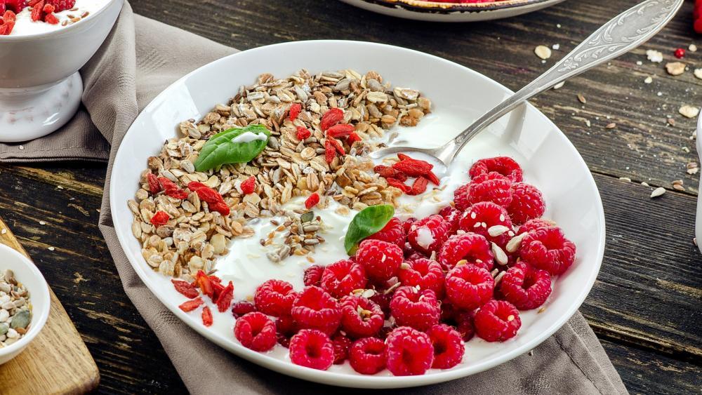 Breakfast Cereals with raspberry wallpaper