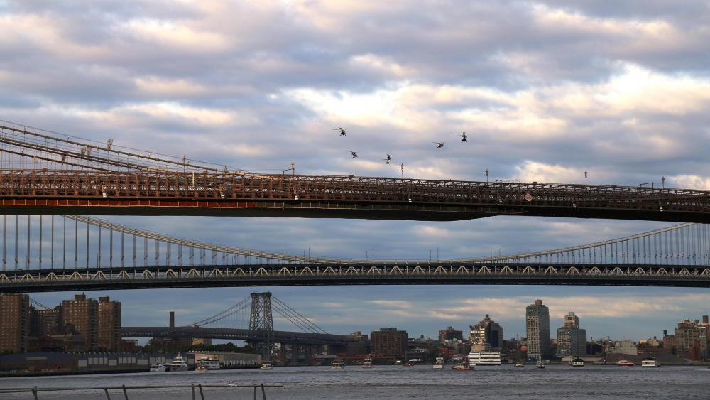 Bridge Spans over the East River wallpaper
