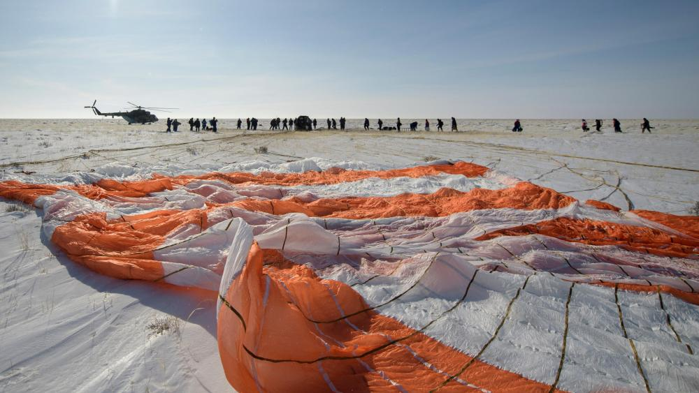 Parachute from Expedition 61's Soyuz Landing wallpaper