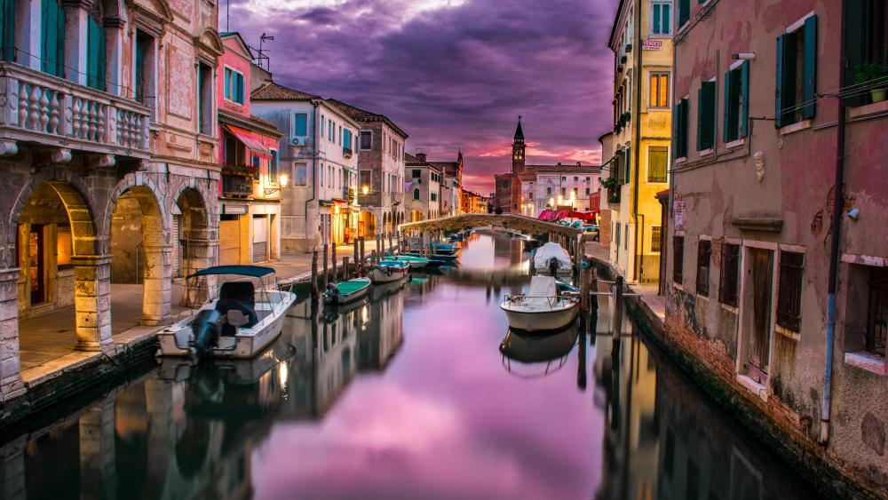 Purple clouds above Venice wallpaper