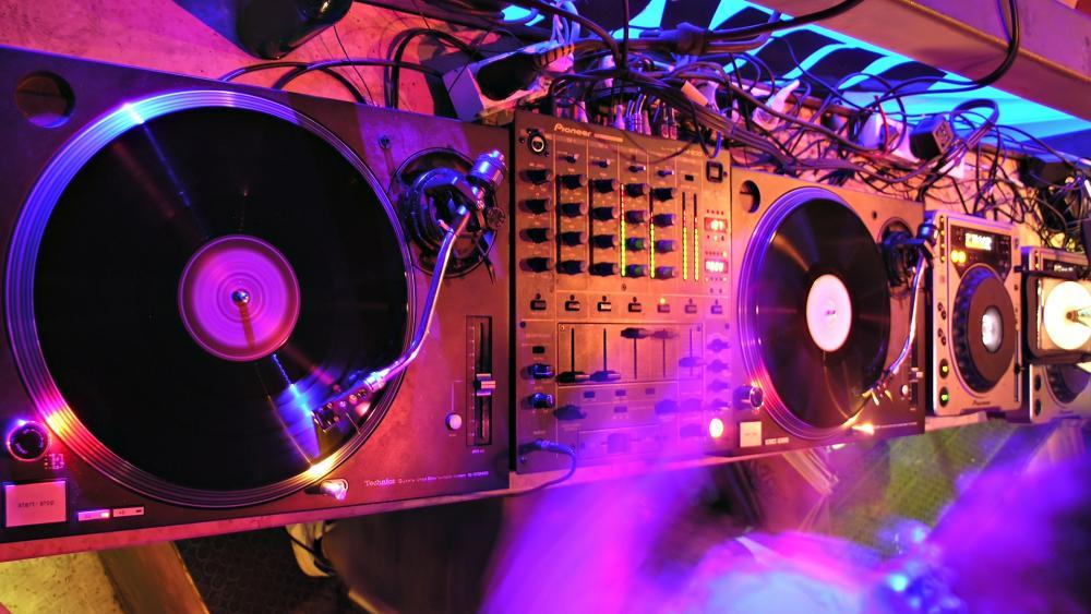 DJ console wallpaper