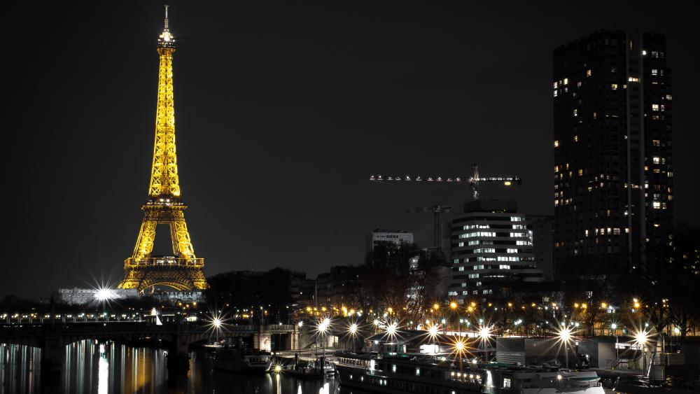Eiffel Tower by night wallpaper