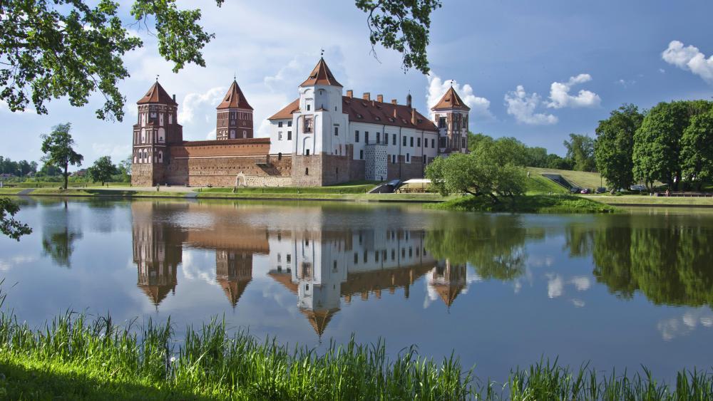 Mir Castle wallpaper