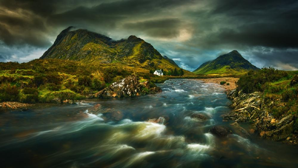 Cloudy Great Britain landscape wallpaper