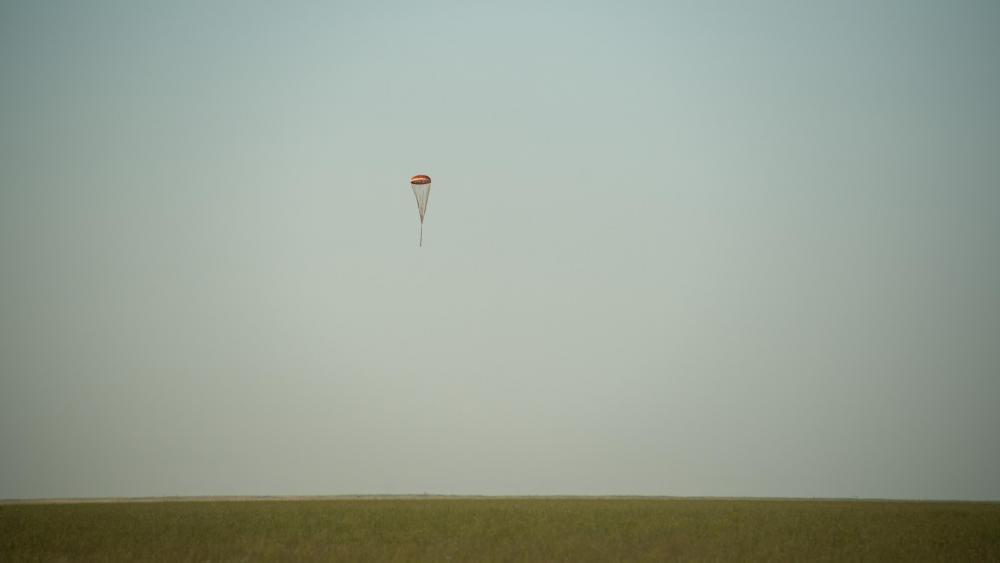 Expedition 43 Soyuz TMA-15M Landing wallpaper
