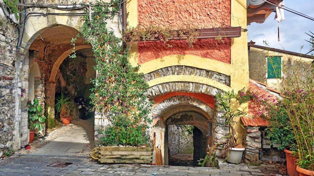 Vezzano Ligure, Italy wallpaper