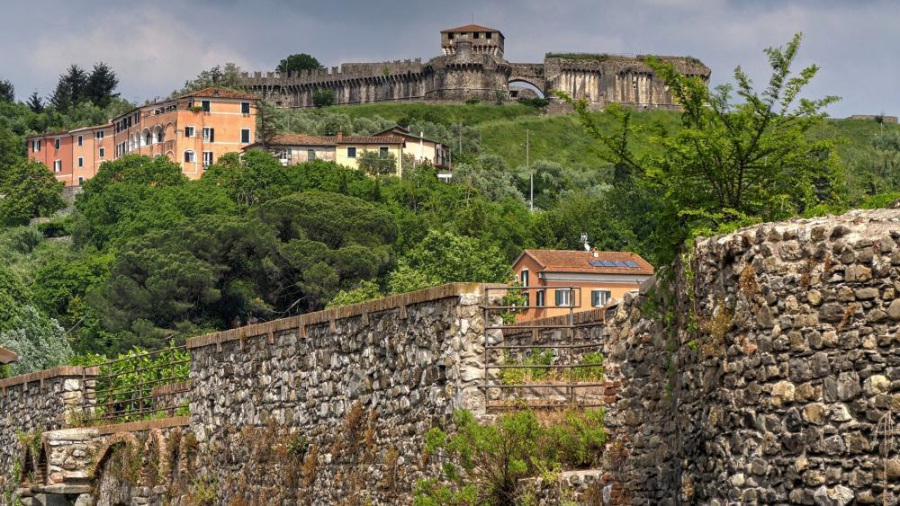 Fortezza di Sarzanello wallpaper