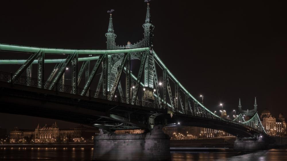 Liberty Bridge by night wallpaper