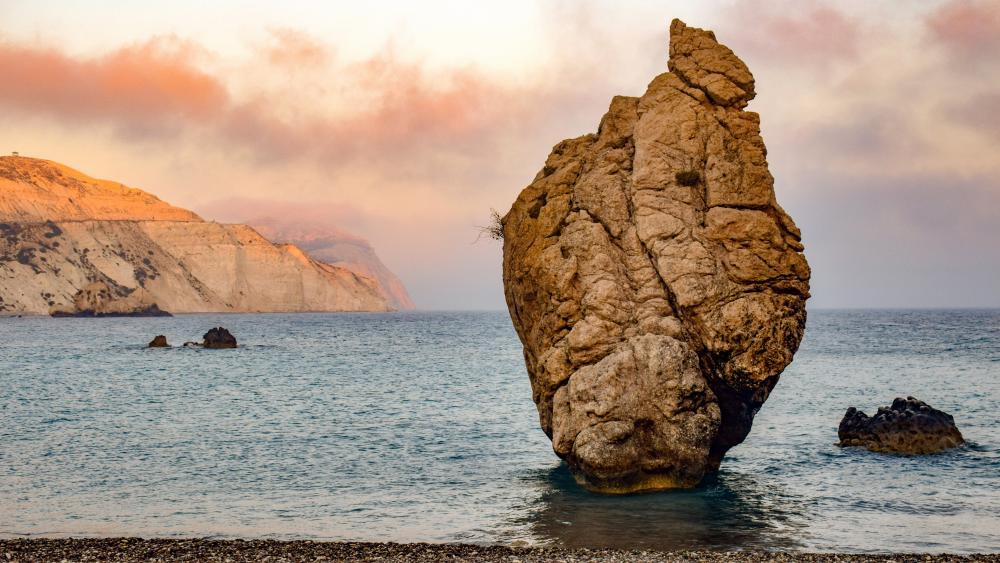 Rock In The Sea wallpaper