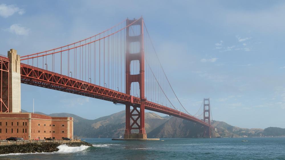 Golden Gate Bridge in Light Morning Fog wallpaper