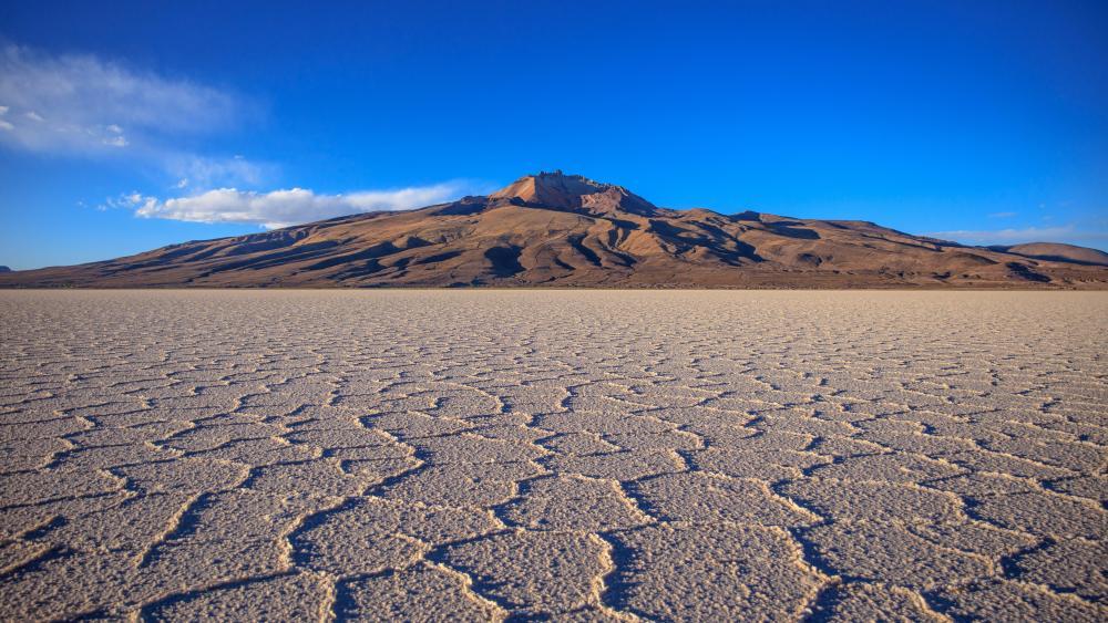 Uyuni Salt Flat in Bolivia wallpaper