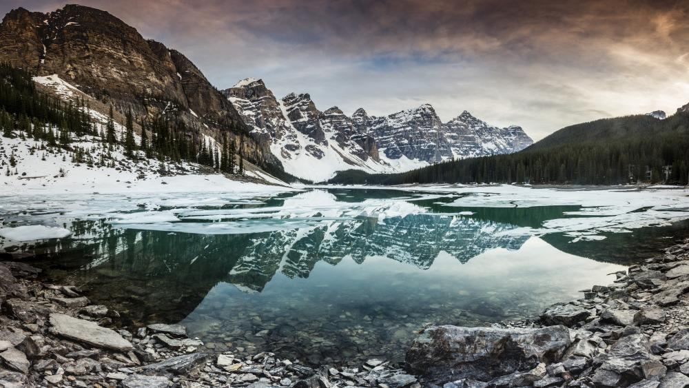 Banff National Park, Moraine Lake wallpaper