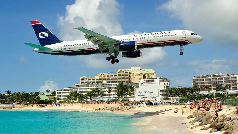 US Airways Boeing 757 on Final Approach to Princess Juliana Airport wallpaper