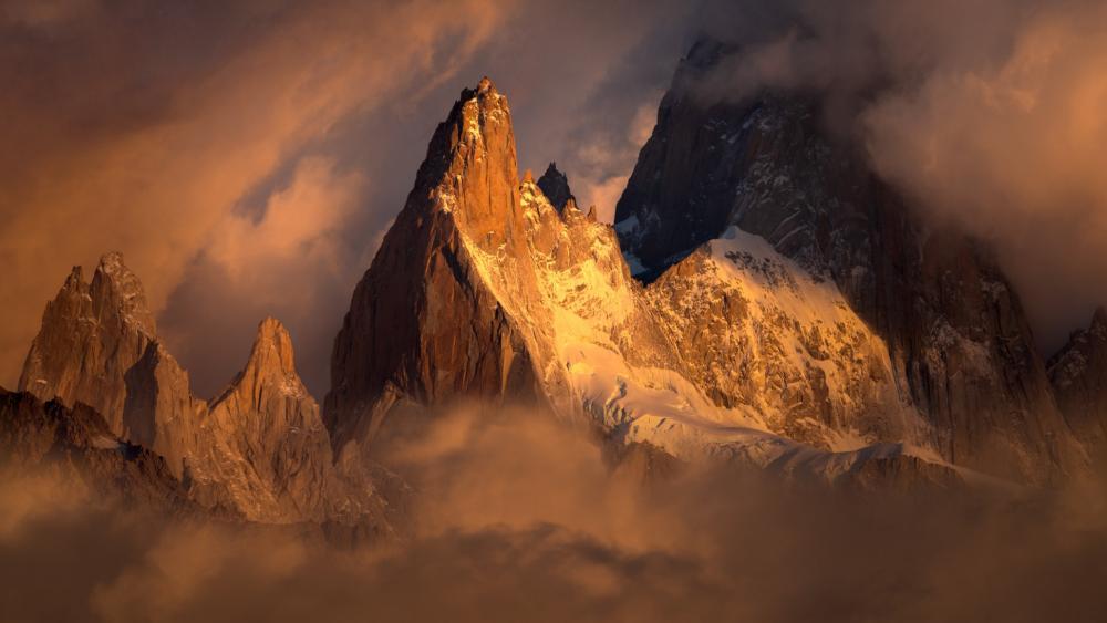 Cerro Chaltén in clouds, Los Glaciares National Park wallpaper
